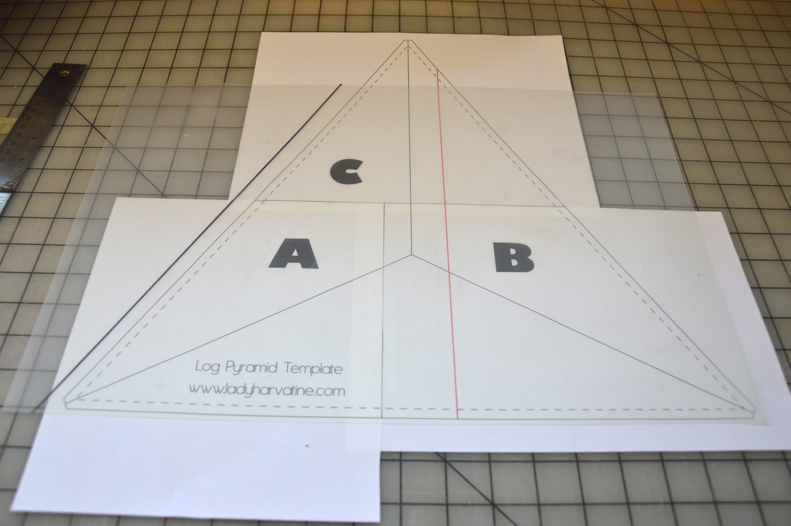 Lady Harvatine: Log Pyramid Quilt Along: Making Your Template