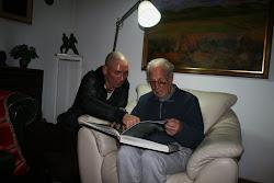 A. M. y G. C.  ADMIRANDO OBRAS DE FRANK GEHRY