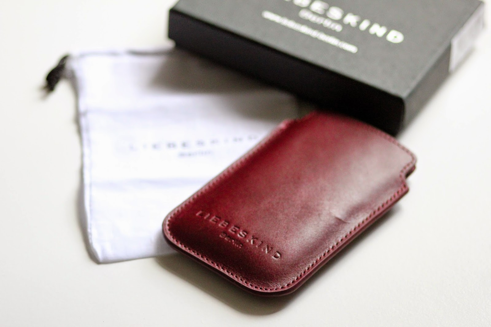 ACCESSOIRE: MOBILE CASE BY LIEBESKIND BERLIN PRIZMAHFASHION