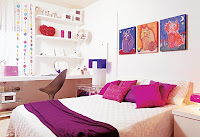 quarto de casal decorado, pequeno, almofadas, cama, quadros, poltrona, mesinha, home office no quarto