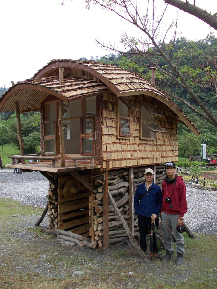 Lloyd s blog tiny house with curved roof in taiwan for How much is it to build a small house