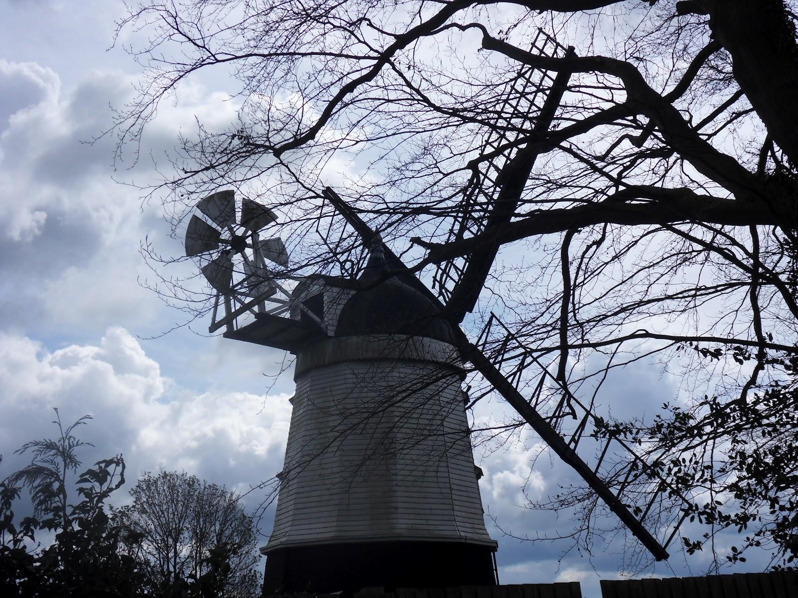 http://4.bp.blogspot.com/-yPzX9S96JRk/T5MQ3VG377I/AAAAAAAAlL4/2F3khqI2HSc/s1600/Turville+windmill.JPG
