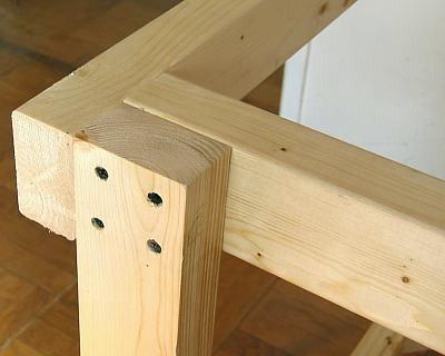 Как сделать маленький столик своими руками из дерева