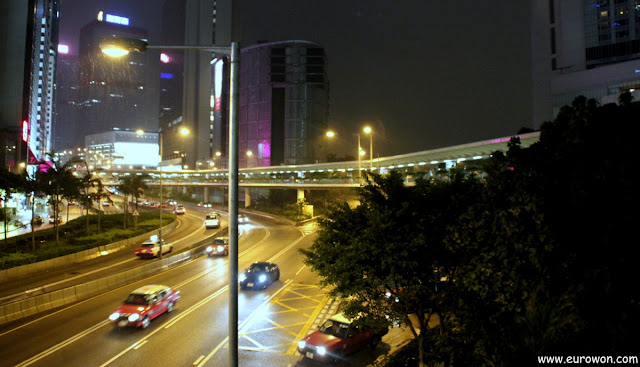 Pasarela elevada para peatones en Hong Kong