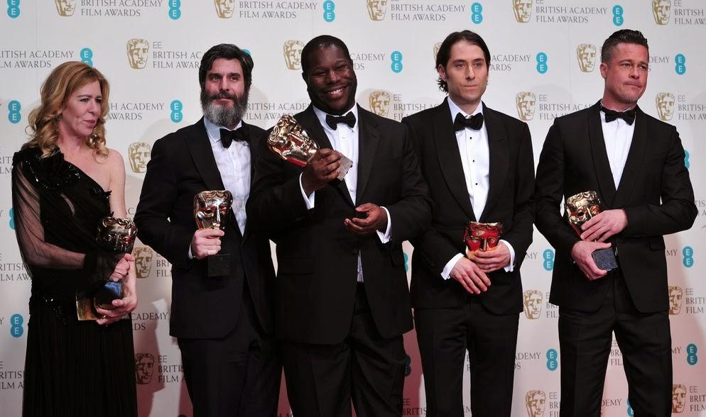 Steve McQueen y sus compañeros con sus premios BAFTA. 'Gravity' y '12 años de esclavitud' triunfan en los BAFTA 2014. MÁS CINE. Making Of