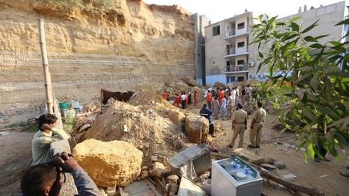 landslide_karachi_pakistan
