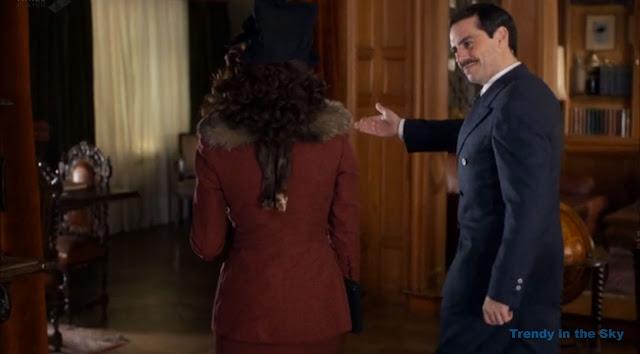 Sira Quiroga traje granate. El tiempo entre costuras. Capítulo 9