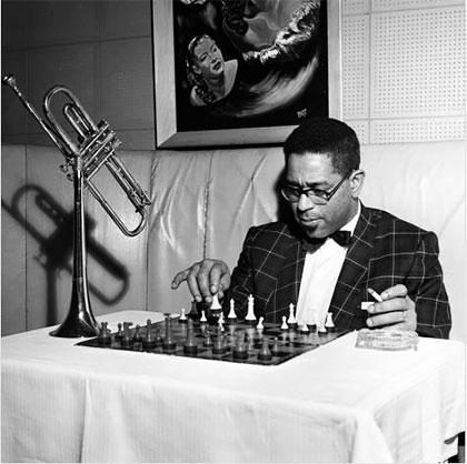 Les musiciens classiques ne sont pas les seuls à s'être enthousiasmé du jeu d'échecs. Dizzy Gillespie, un des plus grands trompettistes de jazz de tous les temps, jouait régulièrement aux échecs.