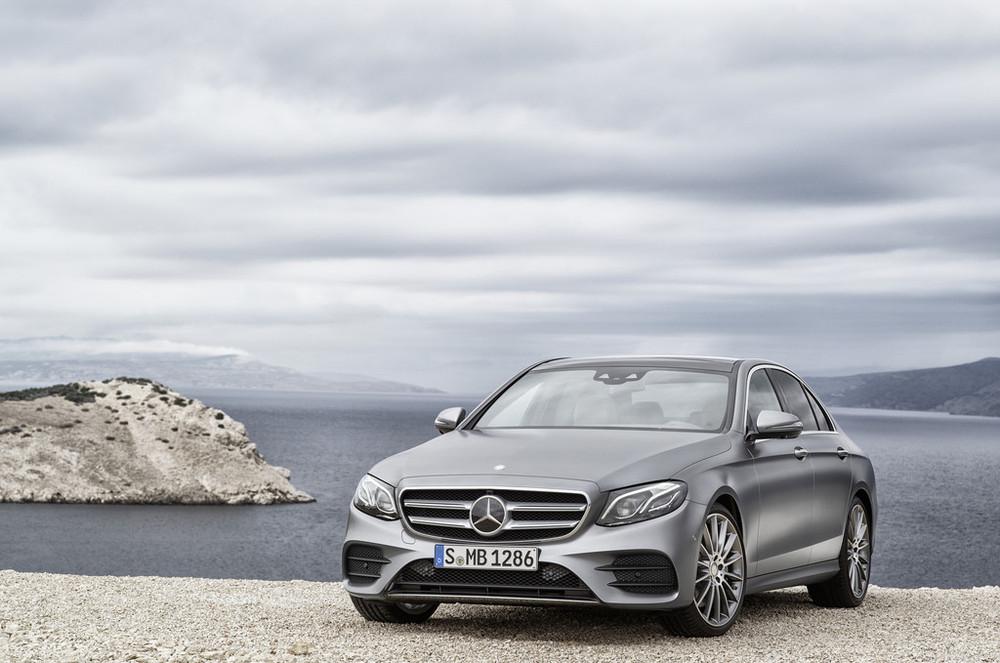 2017-Mercedes-E-Class-25.jpg