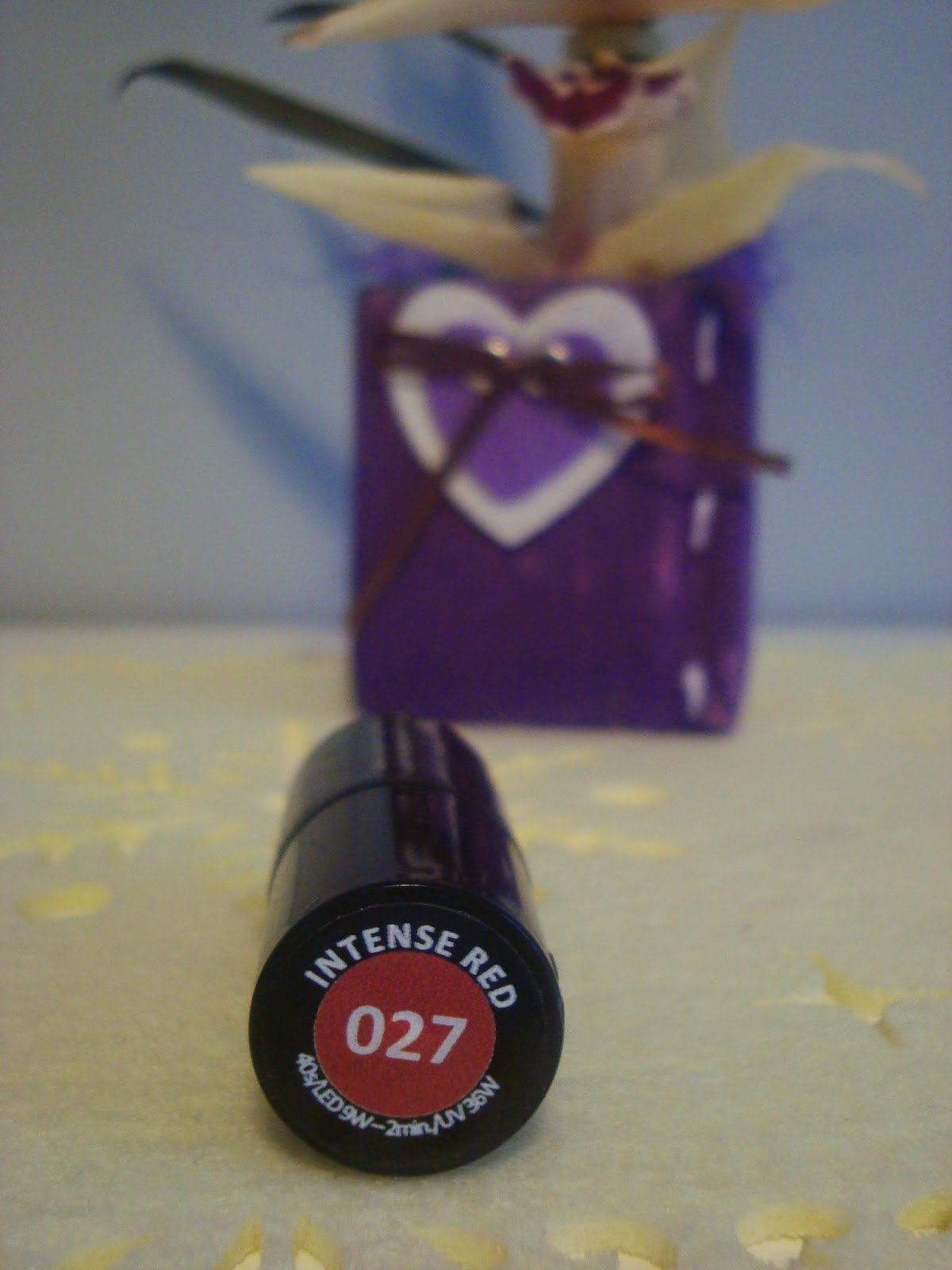 Moja mała, wielka miłość - Semilac 027 Intense Red