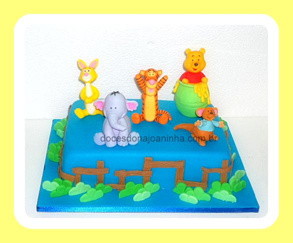 Ursinho Puff, Efalante, Tigrão, Abel, Guru - Bolo decorado azul royal com cerquinha e bosque