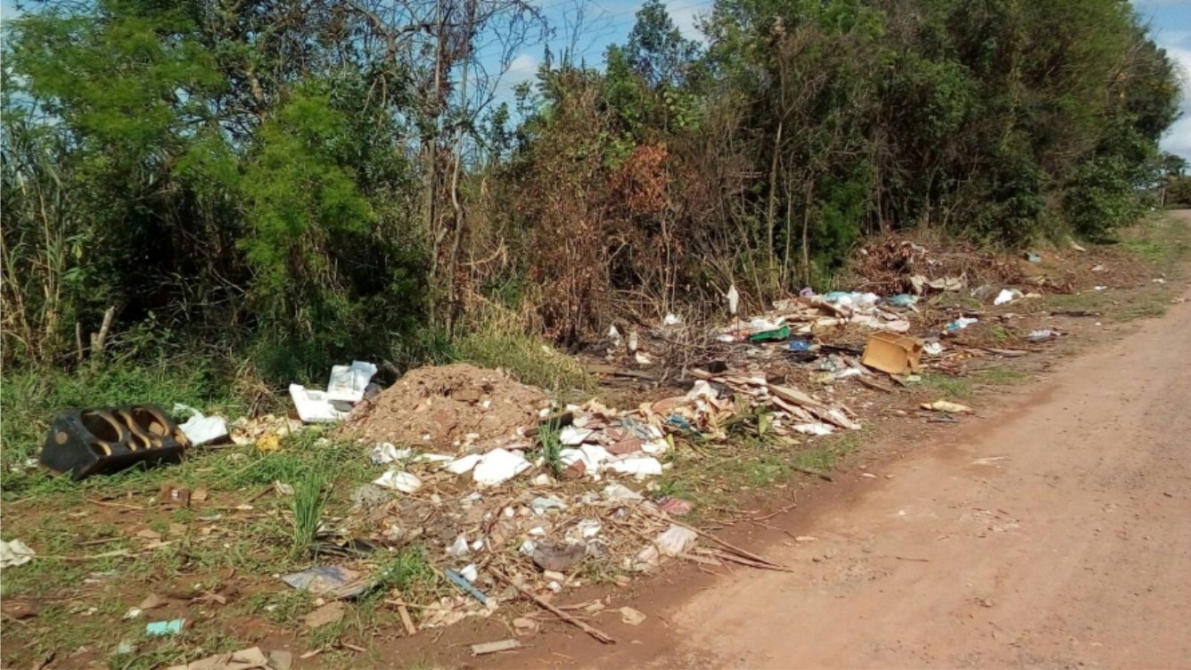 ENTULHOS, LIXO E FALTA DE EDUCAÇÃO NA URUGUAIANA