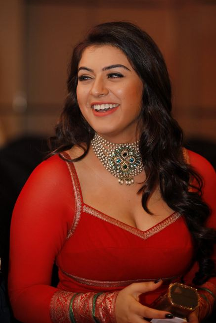 hansika+motwani+HOT+cleavage+show