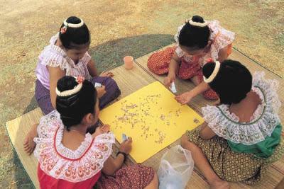 ประเพณีไทย การละเล่นหมากเก็บ