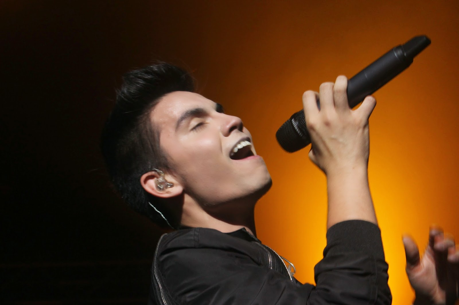 Sam_Tsui_and_Kurt_Hugo_in_KL