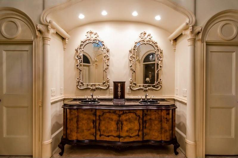 Old world gothic and victorian interior design for Victorian style bathroom accessories