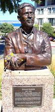Busto de Ed Rickets en Monterrey