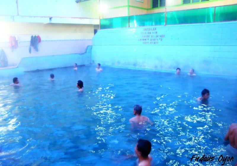 Kunjungi objek wisata penyegaran dan pengobatan di Tempat Wisata Pemandian Air Panas Bukit Kili