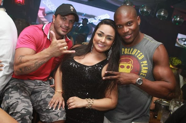 Andressa Soares's with friends