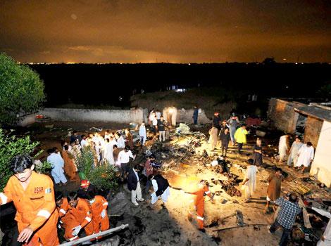 nahas pesawat boeing 737 pakistan