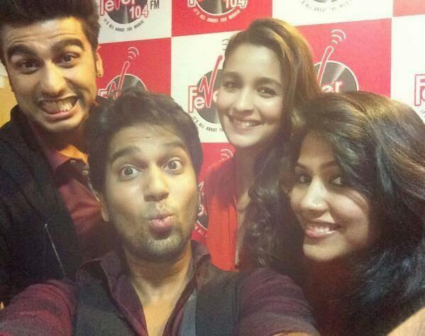 Alia Bhatt & Arjun Kapoor Promoting Their Upcoming Movie In Radio Station !!