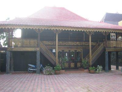 Download this Rumah Bubungan Lima Adat Provinsi Bengkulu picture