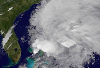 Hurrikansaison Florida 2012: Tropensturm BERYL immer wahrscheinlicher, Beryl, Satellitenbild Satellitenbilder, aktuell, Florida, Cayman Islands, Bahamas, Vorhersage Forecast Prognose, Mai, Karibik, 2012, Hurrikansaison 2012, Atlantik, Atlantische Hurrikansaison,