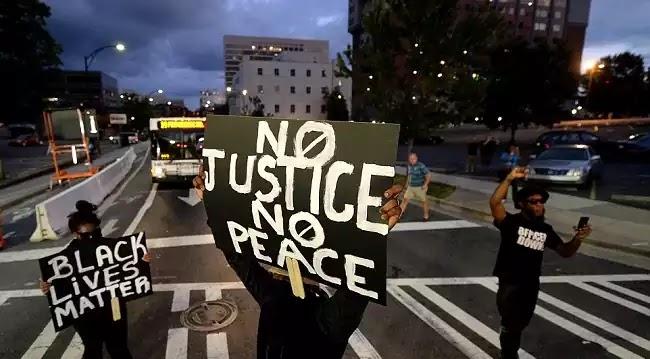Υποκεινούμενο Χάος στη Β. Καρολίνα μετά την εκτέλεση Αφροαμερικανού γιατι άπλα ηταν μαύρος!-Κατεβάζουν στρατό στους δρόμους