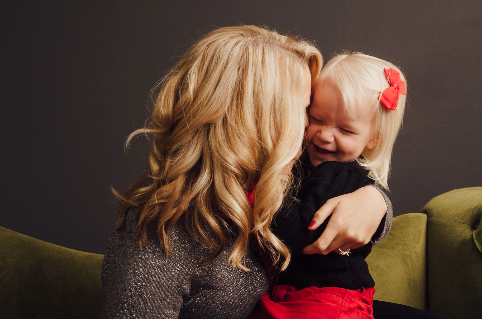 boutique photography studio in indianapolis captures a beautiful mom and little girl