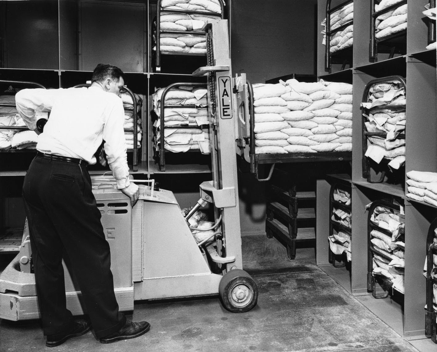 Loading coins, Charlotte Branch, 1956