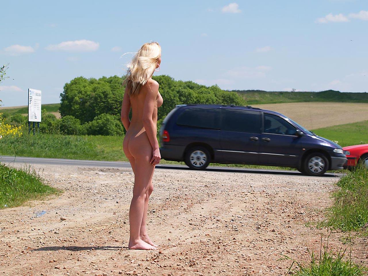 Публичное обнажение мастурбация на публике 23 фотография