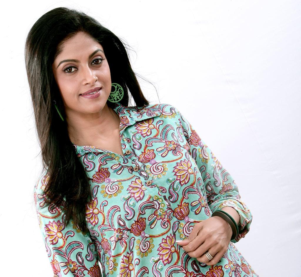 Nadhiya Currently Plays The Role Of Mother In Six Film