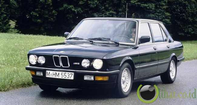 BMW M5 (Tahun 1985-1988)