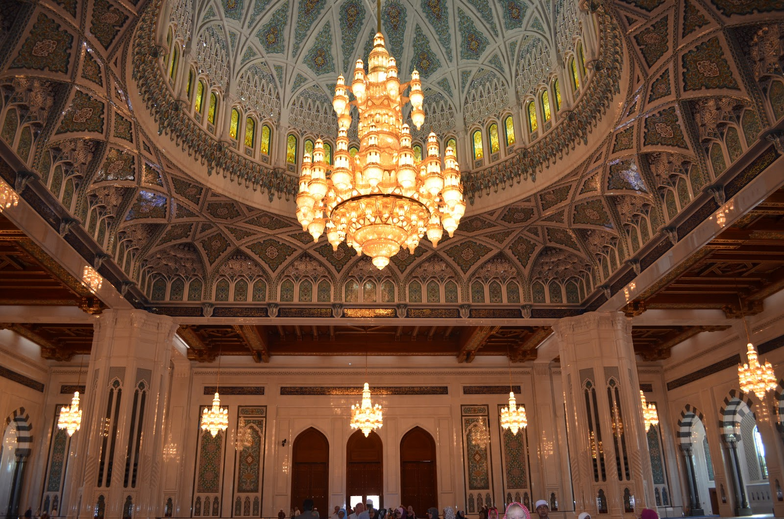 Oman oh my sultan qaboos grand mosque and here it is the piece de resistance the worlds largest swarovski crystal chandelier it is about 24 feet wide and about 42 feet high breathtaking arubaitofo Image collections