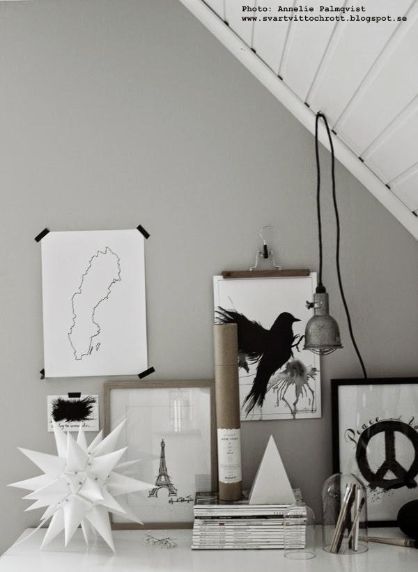 hänga upp tavlor på väggen, tavlevägg, tavelväggar, tavla, tavlorna, konst, konsttryck artprint, artprints, poster, posters, inredning, prints, svartvitt, svartvit, svartvita, moravian star, moravia stjärna, pappersstjärna, paperstar, paperstars, star, stars, vitt, vita,