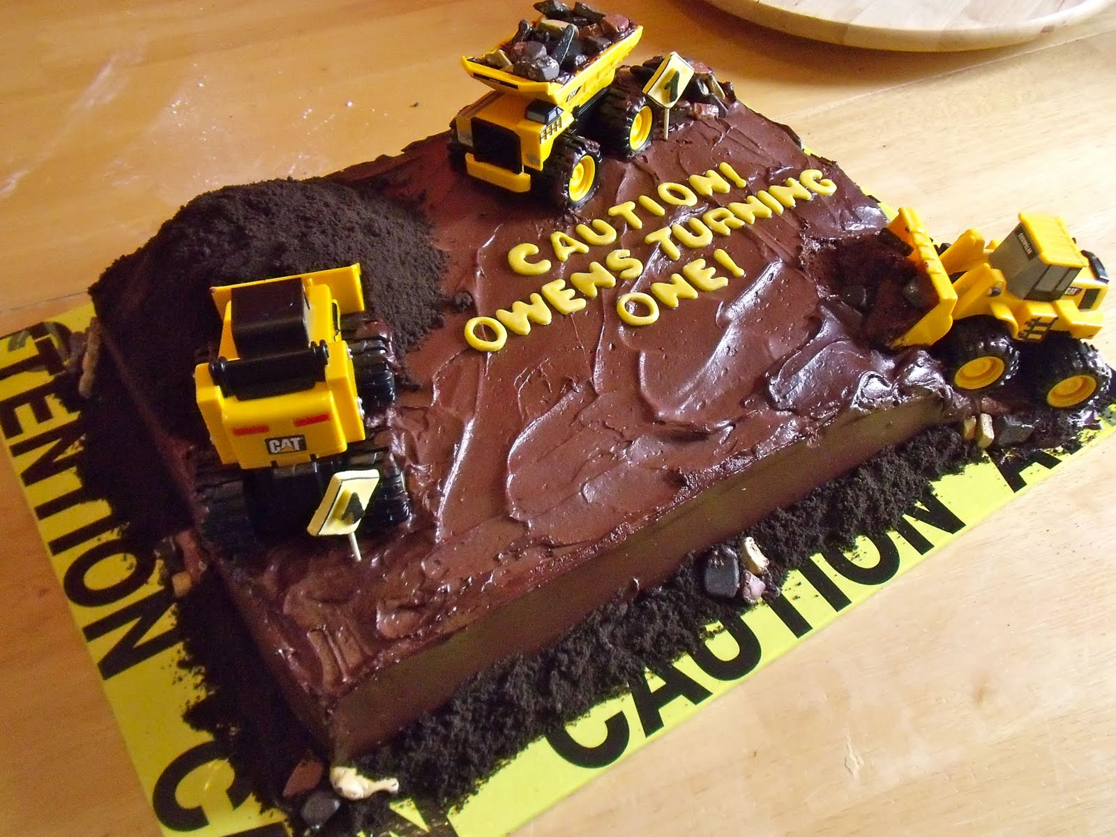 Birthday Cake Design Sites : Holly Muffin: Construction Site Cake Part 2