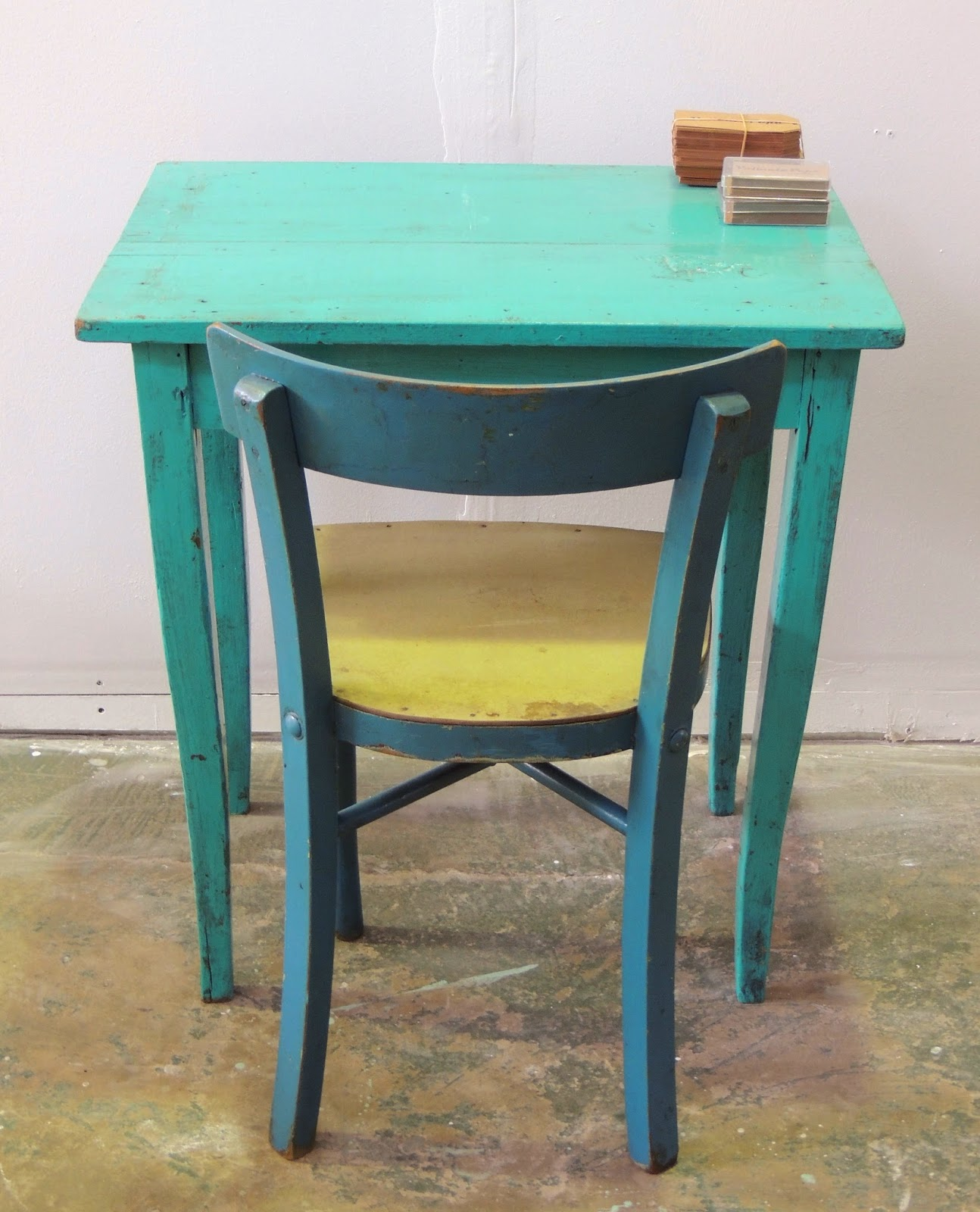 Peque a mesa de campo en turquesa con desgastes valiente - Mesa de campo ...