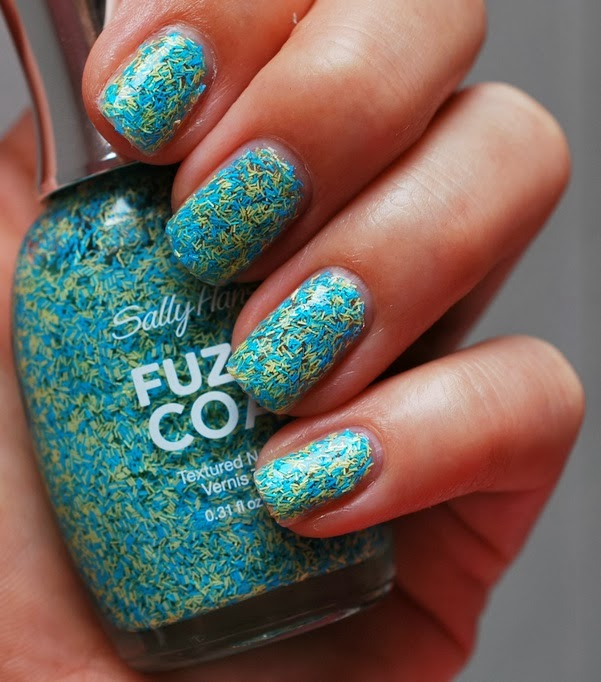 Fuzz-Sea Fuzzy Coat Texture Nail Paint by Sally Hansen