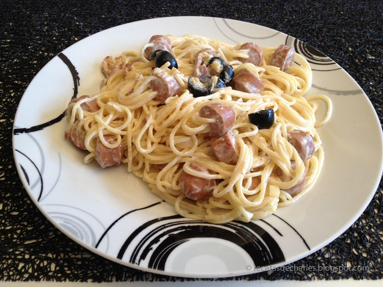 Las recetas de charles espaguetis con salchichas y bacon for Espaguetis para dos