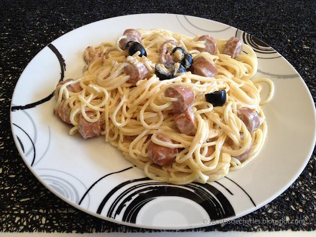 Espaguetis con salchichas y bacon
