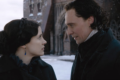 Jessica Chastain and Tom Hiddleston in Crimson Peak