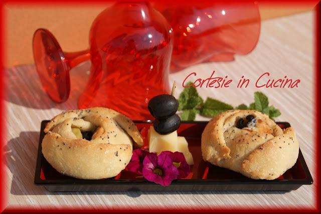 rose salate ripiene con prosciutto olive e carciofini