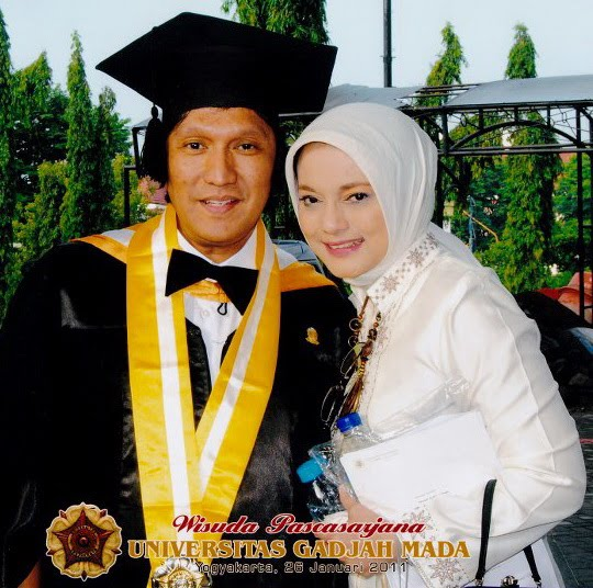 UGM Graduated, Ikang Fawzi & His Wife Marissa Haque, 2011