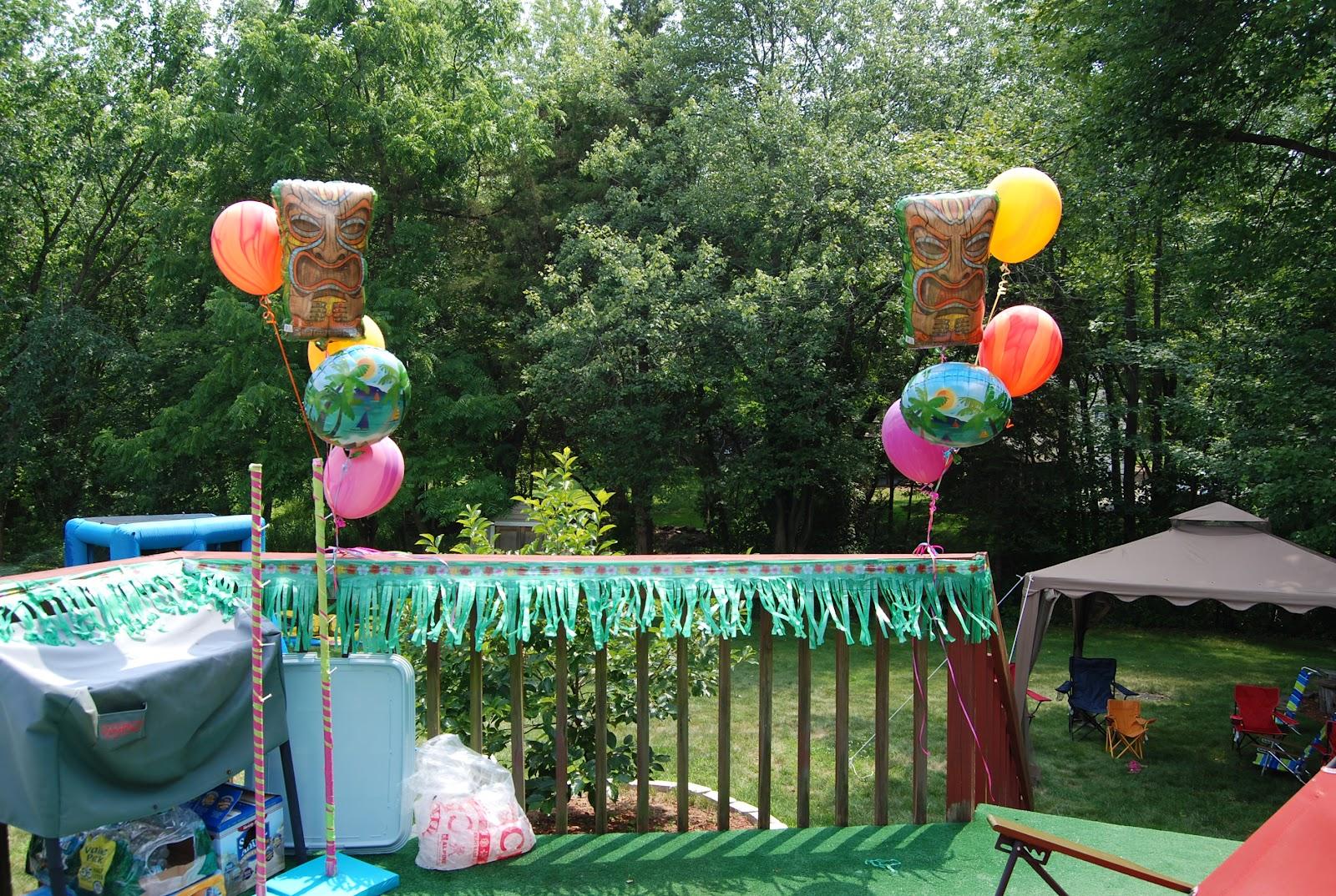 Stephanys 40th Birthday Luau Balloon Decor Twisting