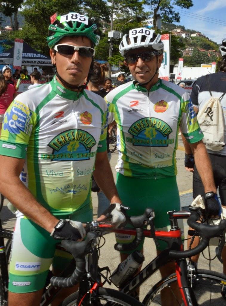 Os atletas Mario Saragô e Adevaldo de Freitas estavam entre os teresopolitanos que participaram da corrida.