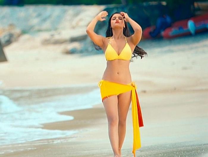 Alia bhatt hot bikini stills