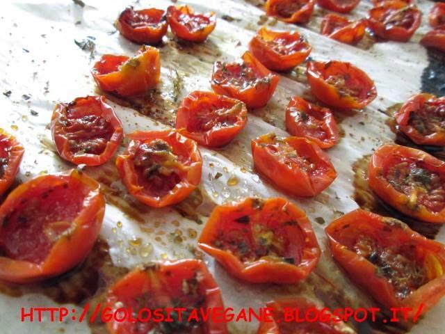 aglio, confit, Conserve, origano, paprika, pomodori ciliegino, pomodorini, ricette vegan, sale nero, sott'olio, timo, zucchero canna,