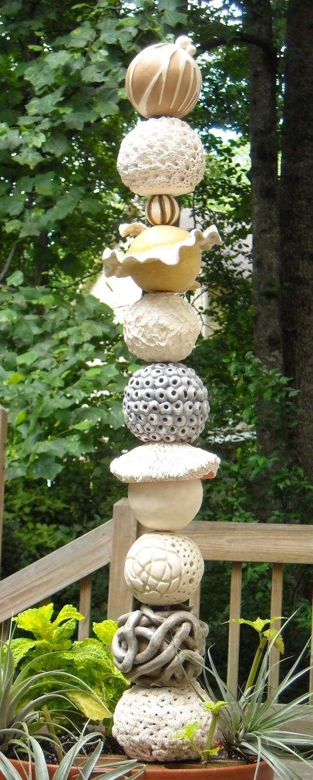 Matin lumineux totems de jardin for Sculpture moderne pour jardin