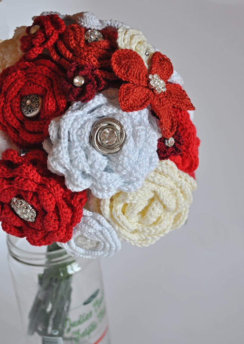 Crochet Flower Bouquet Patterns : Hooking on Madrids Metro: How to Make a Crochet Flower ...