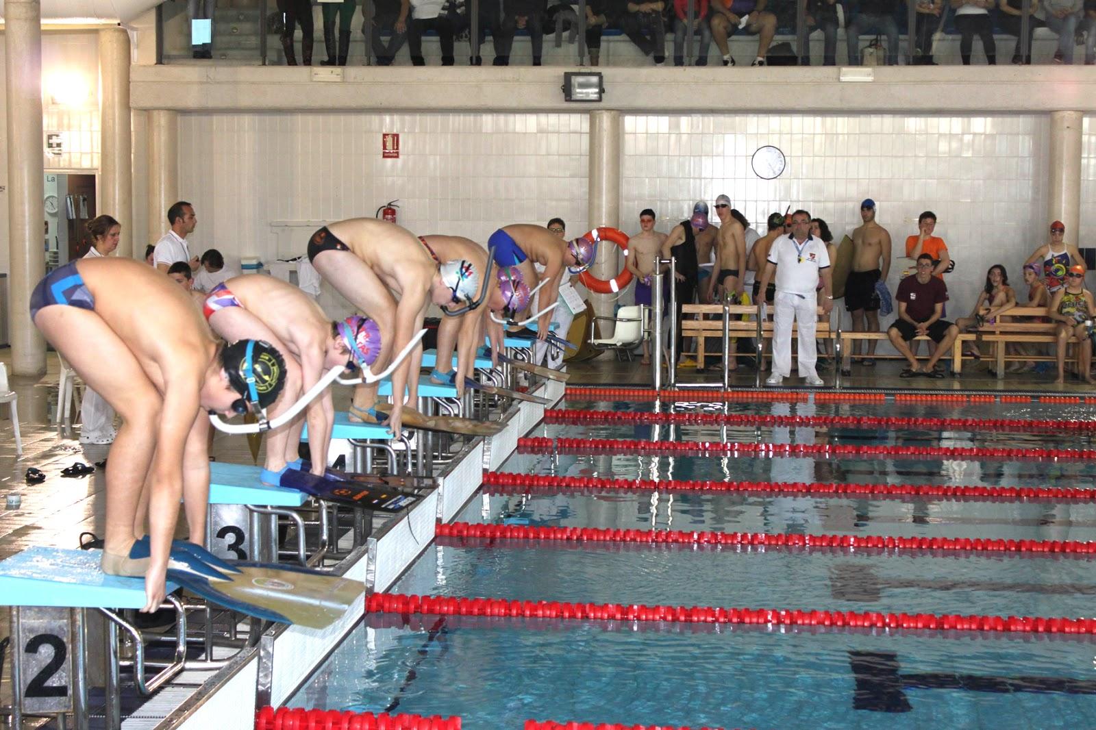 D aci peri dic gratu t el campeonato de espa a de for Aletas natacion piscina